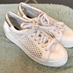 Steve Madden size 7 white sneakers, super cute